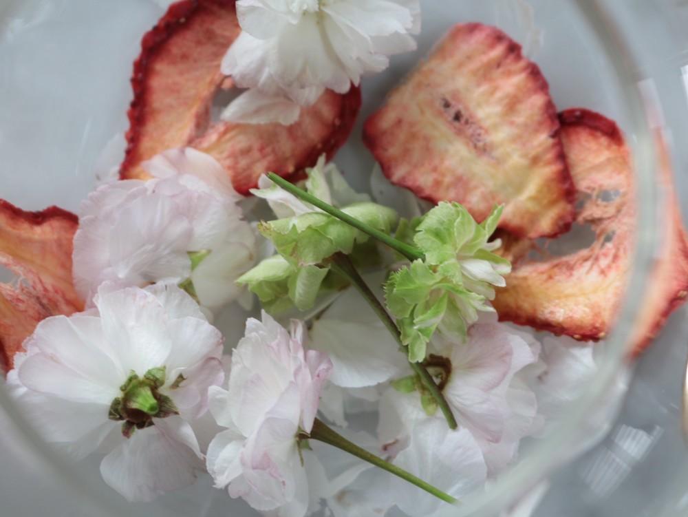 桜花とイチゴのハーブティー