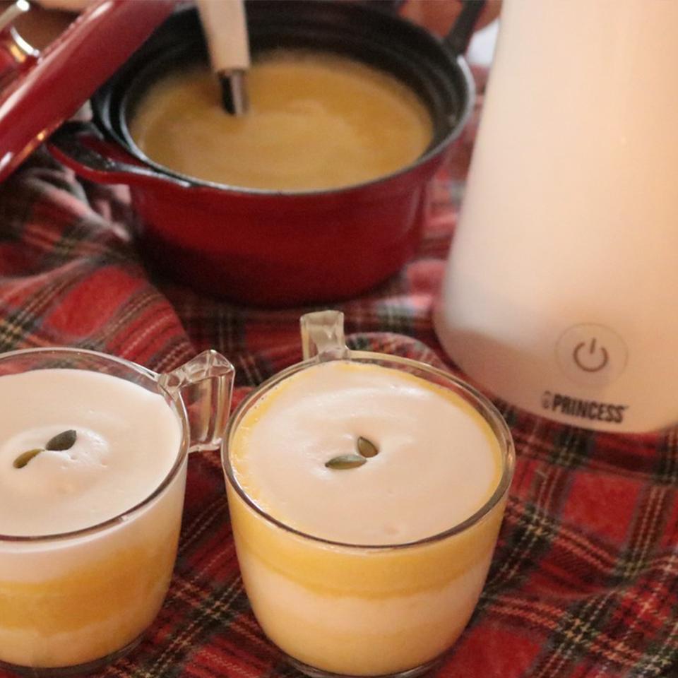 ふわふわフォームのかぼちゃスープ