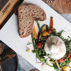 ブッラータチーズの焼き野菜サラダ
