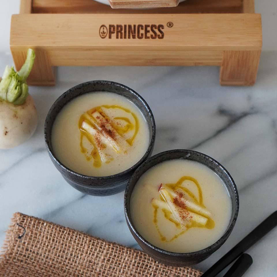 カブとリンゴのスープ
