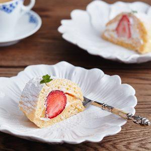 いちごのロールパンケーキ